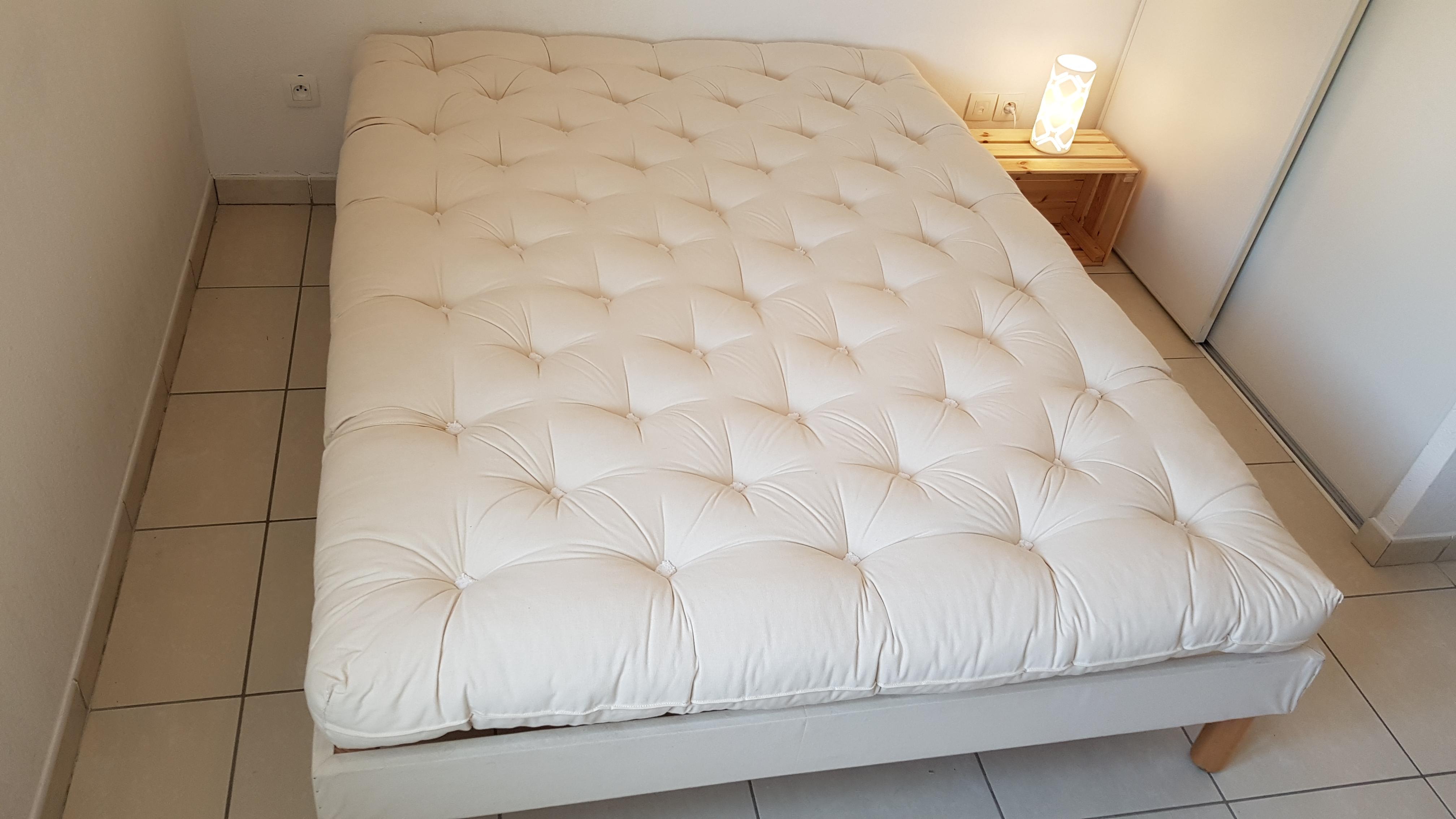 les matelas quietude sont des matelas en laine souples et moelleux. Black Bedroom Furniture Sets. Home Design Ideas