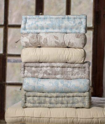 coussins en laine matelassés